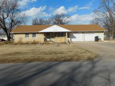 Arkansas City Single Family Home For Sale: 504 E Poplar Ave