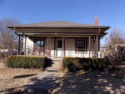 Arkansas City KS Single Family Home For Sale: $76,000
