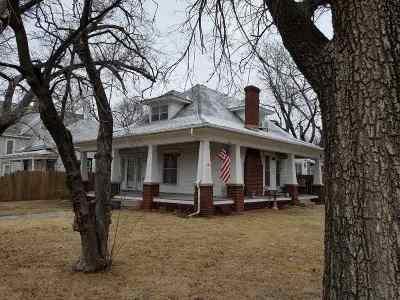 Wellington Single Family Home For Sale: 625 S Jefferson Ave