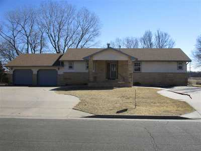 Winfield KS Single Family Home For Sale: $133,000