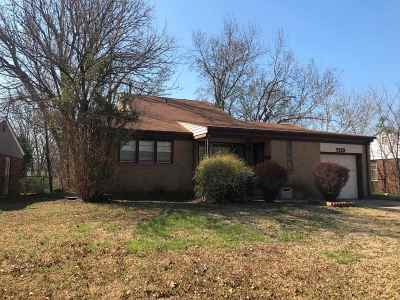 Wichita KS Single Family Home For Sale: $129,500