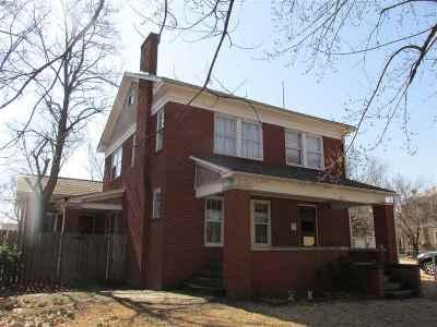 Arkansas City KS Single Family Home For Sale: $92,500