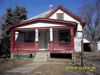 Winfield Single Family Home For Sale: 914 E 15th