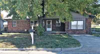Arkansas City KS Single Family Home For Sale: $58,900