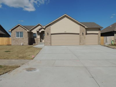 Maize Single Family Home For Sale: 628 S Horseshoe Bend St