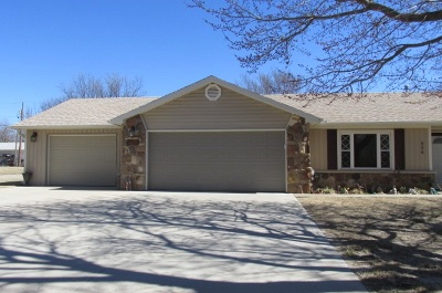 Arkansas City KS Single Family Home For Sale: $139,900