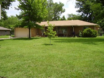 Newton Single Family Home For Sale: 1320 S Pine