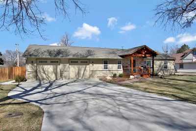 Mulvane Single Family Home For Sale: 520 E Emery