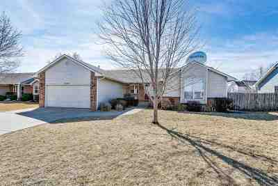 Newton Single Family Home For Sale: 809 Country Lane