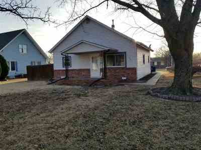 Newton Single Family Home For Sale: 1201 Old Main St