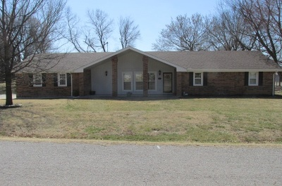 Arkansas City KS Single Family Home Contingent: $189,000