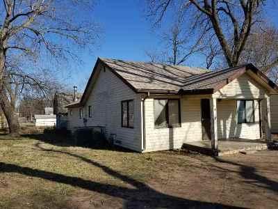 Arkansas City KS Single Family Home For Sale: $59,900