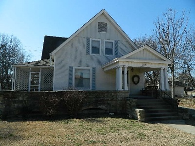 Winfield KS Single Family Home For Sale: $134,900