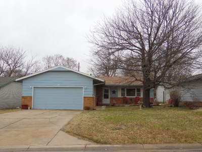 Wellington Single Family Home For Sale: 705 N Elm St