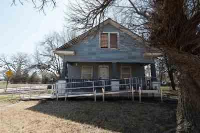 Wichita Single Family Home For Sale: 1423 E 9th St N