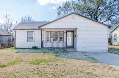 Wichita Single Family Home For Sale: 2323 S Santa Fe Ave