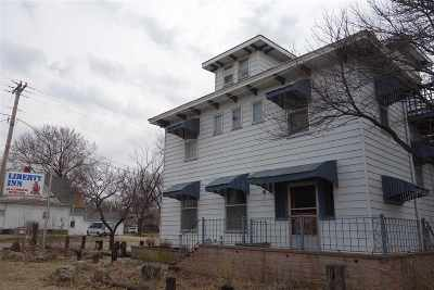 Winfield KS Single Family Home For Sale: $188,000