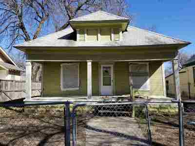 Wichita Single Family Home For Sale: 1810 N Waco Ave