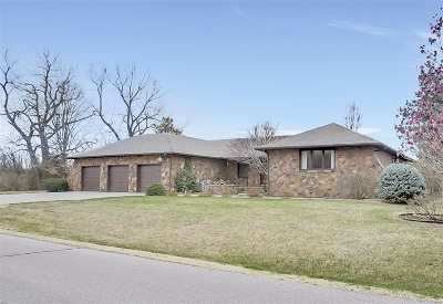 Harvey County Single Family Home For Sale: 805 Country Club Dr