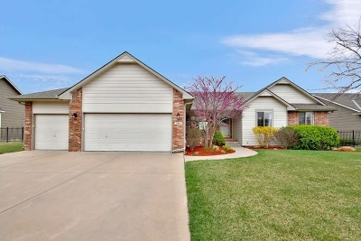 Wichita Single Family Home For Sale: 736 N Balthrop Cir