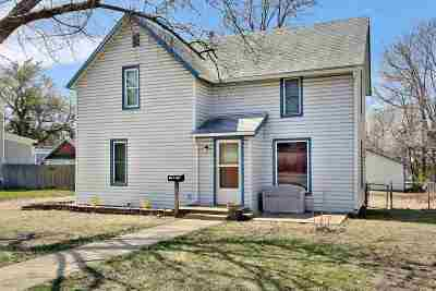 Newton Single Family Home For Sale: 811 N Plum