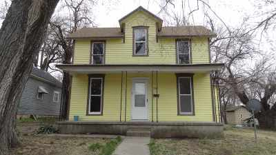 Newton Single Family Home For Sale: 505 W 5th Street