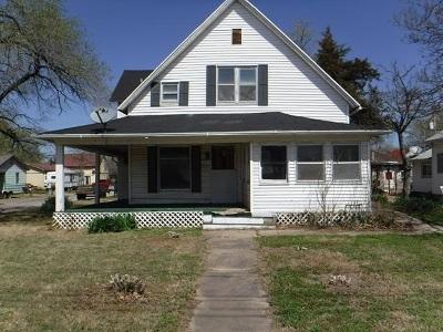 Wellington Single Family Home For Sale: 1301 E Lincoln Ave