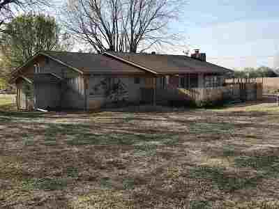 Arkansas City KS Single Family Home For Sale: $122,500