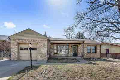 Wichita Single Family Home For Sale: 860 Fabrique St