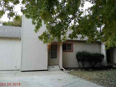 Newton Single Family Home For Sale: 1525 N Plum St