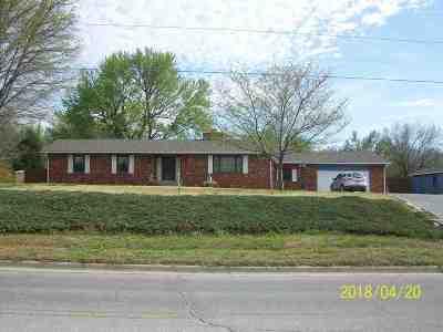 Arkansas City KS Single Family Home For Sale: $140,000