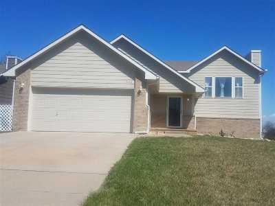 Wichita Single Family Home For Sale: 830 S Goebel Cir