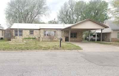 Arkansas City KS Single Family Home For Sale: $99,000
