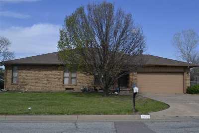 Wichita Single Family Home For Sale: 8439 E Parkmont Ct