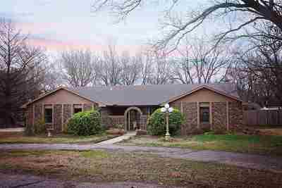 Arkansas City KS Single Family Home For Sale: $198,000
