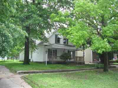 Wellington Single Family Home For Sale: 709 N Washington Ave