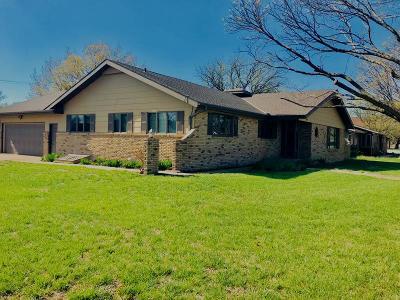 Moundridge Single Family Home Contingent: 205 S Washington Ave