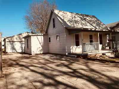 Arkansas City Single Family Home For Sale: 216 N 4th Street