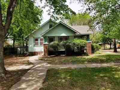 Newton Single Family Home For Sale: 724 E 7th St