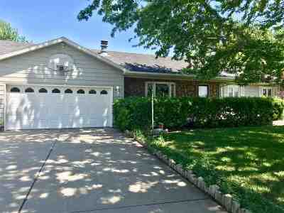 Newton Single Family Home For Sale: 441 Meadowbrook Ct