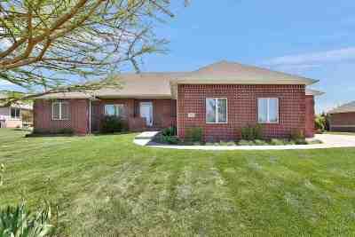 Wichita Single Family Home For Sale: 218 N Gateway Cir