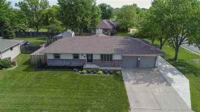 Newton Single Family Home For Sale: 900 Trinity Dr