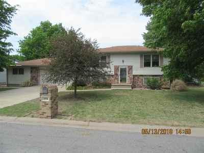 Douglass Single Family Home For Sale: 1006 E 6th St