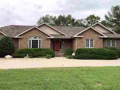Winfield KS Single Family Home For Sale: $389,000