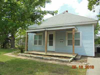 Wellington Single Family Home For Sale: 216 S Day St