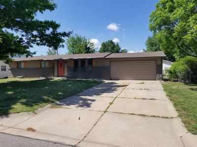 Newton Single Family Home For Sale: 500 Cherry Ln