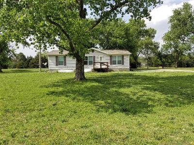 Clearwater Single Family Home For Sale: 16202 Burlington Lane