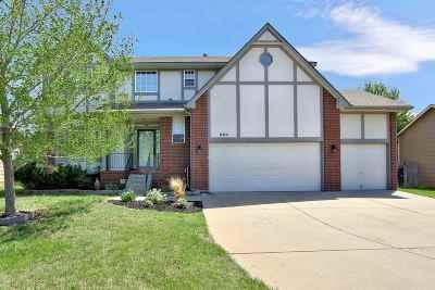 Wichita Single Family Home For Sale: 560 N Ridgehurst St