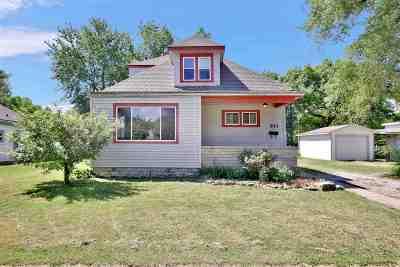 Newton Single Family Home For Sale: 911 E 8th St