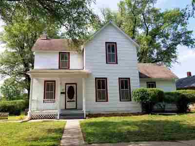 Newton Single Family Home For Sale: 325 SE 4th St